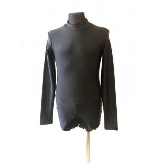 Juodas golfas-triko
