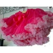 Ryškiai rožinis sijonas su šviesiais raukinukais, 1-2 metai