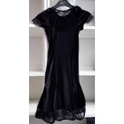 Juoda suknelė treniruotėms su gipiūru, 128 d.