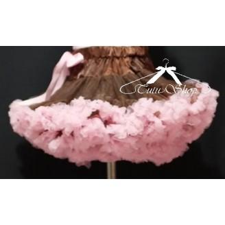 Rudas sijonas su rožiniais raukinukais