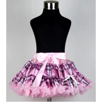 Rožinis sijonas langeliais